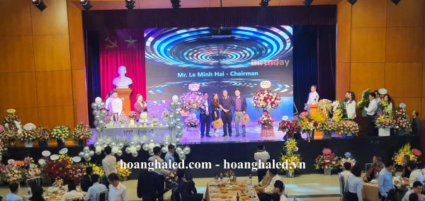 man_hinh_led_p2.5_trong_nha_tai_thep_viet_duc_4