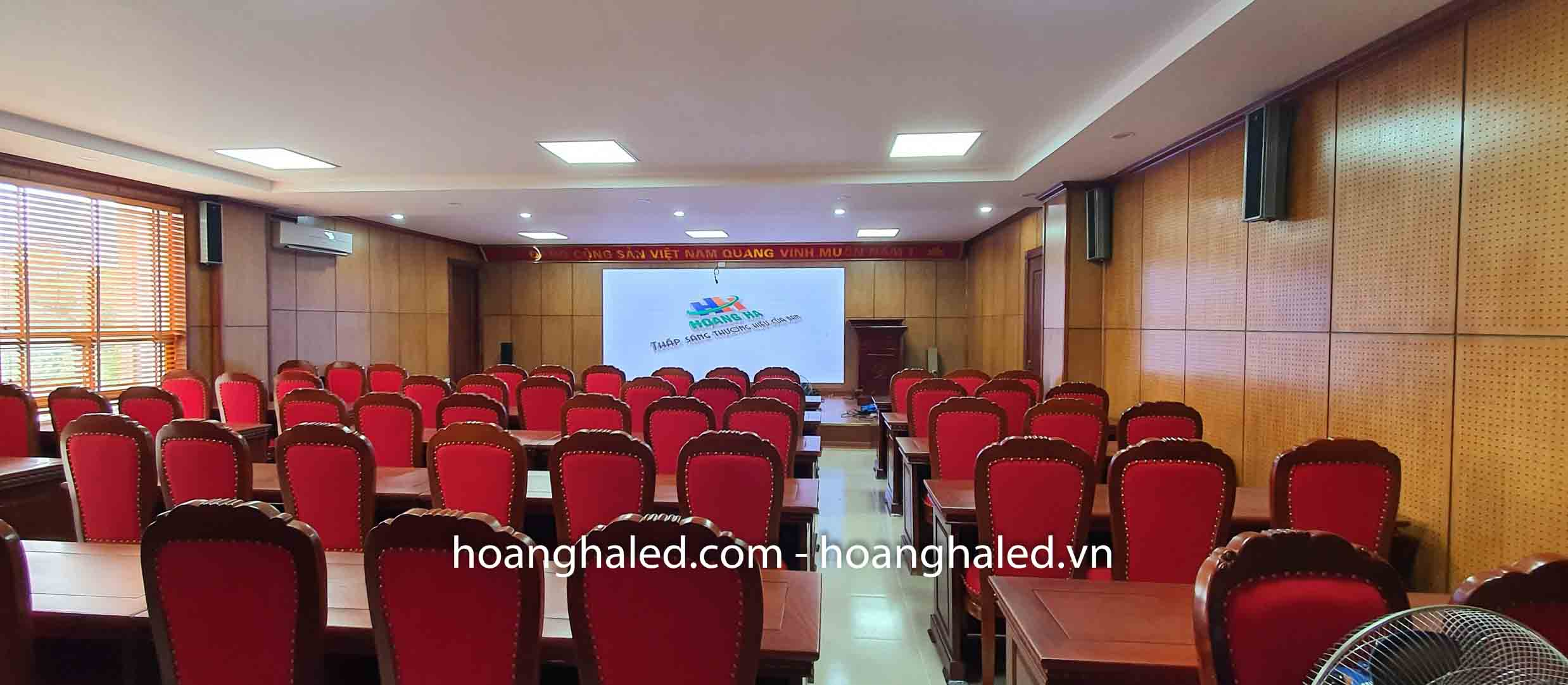 thi_cong_man_hinh_led_p2.5_trong_nha_tai_cong_an_quan_long_bien_2