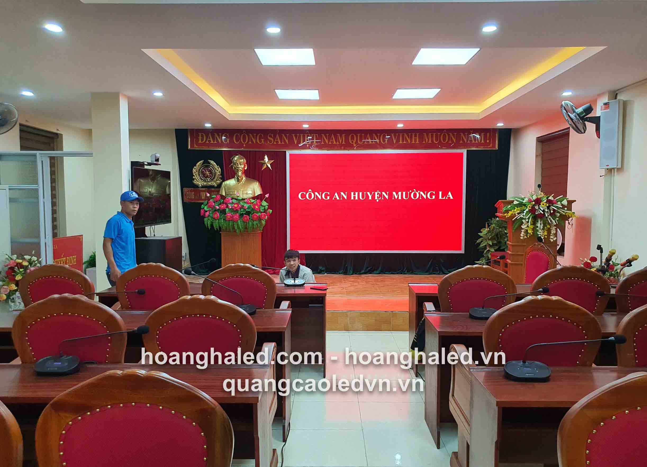 thi_cong_man_hinh_led_p3_tai_cong_an_muong_la_son_la1