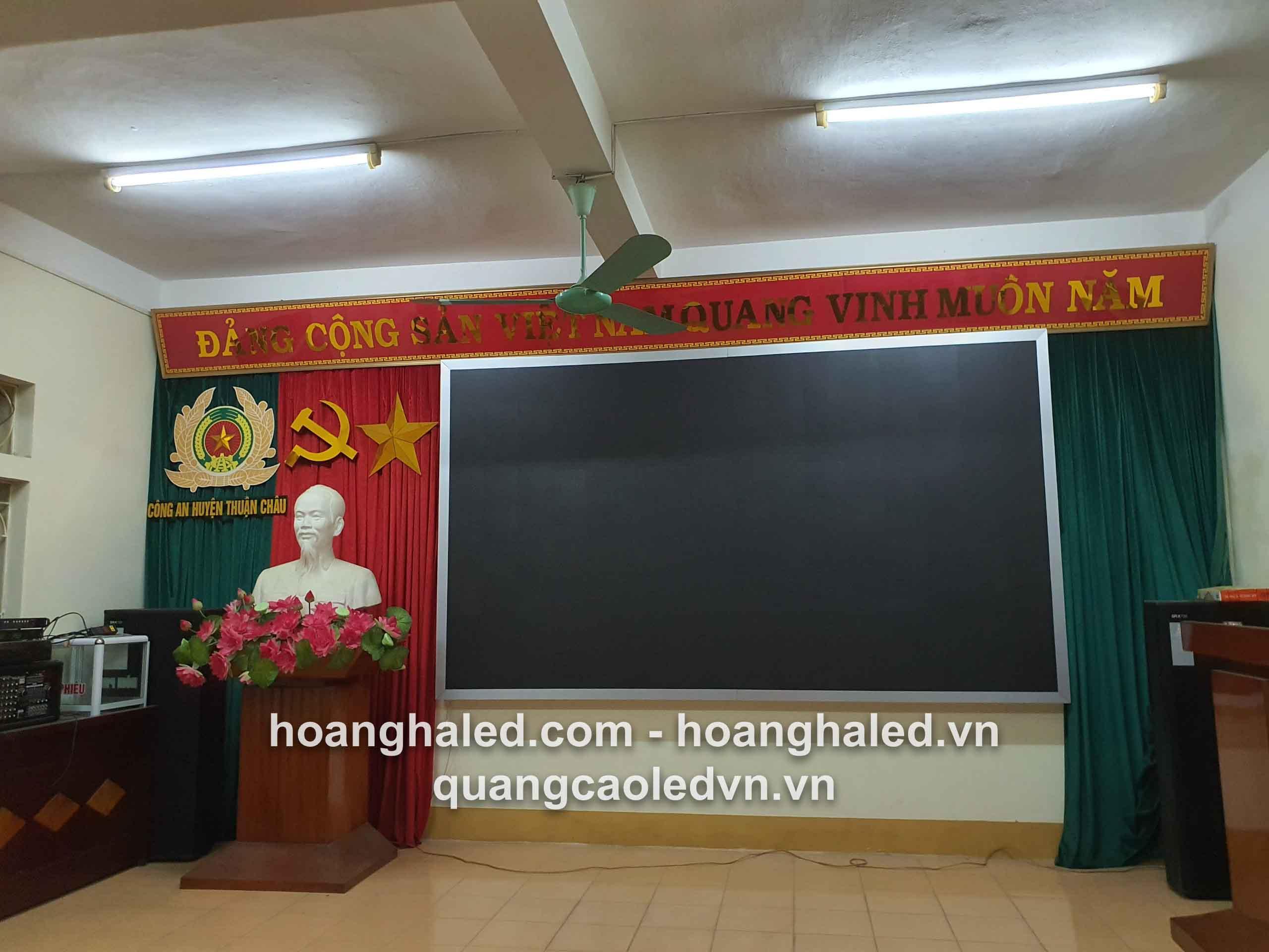 thi_cong_man_hinh_led_p3_trong_nha_tai_thuan_chau_son_la1
